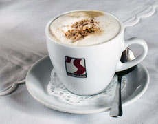 Cappuccino im Hofcafe